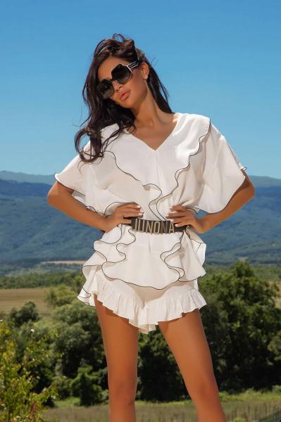 Елегантна блуза с къдри