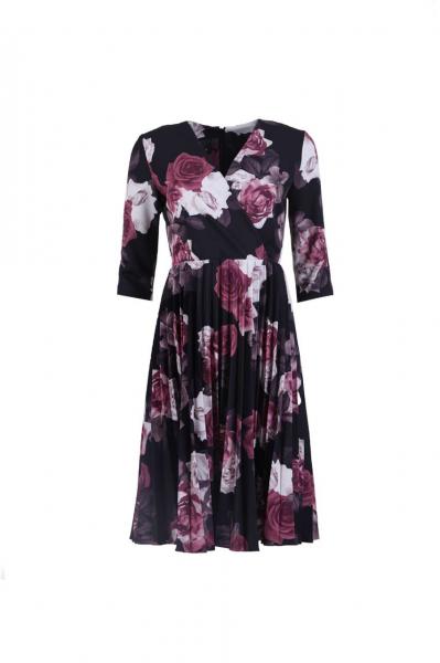 Плисирана рокля с прехлупване