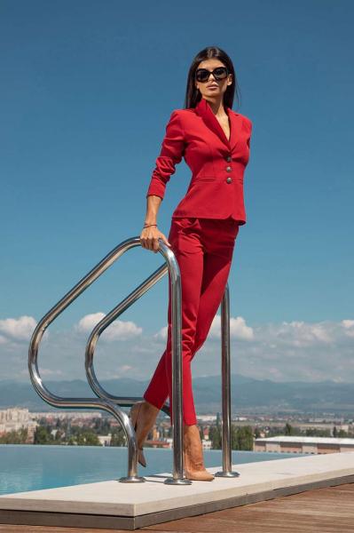 Класическо сако в червен цвят