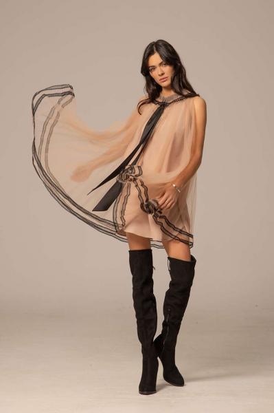 Ефирна рокля със сатенена панделка