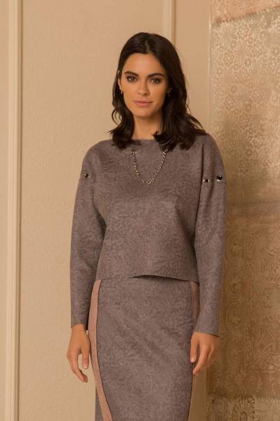 Елегантна блуза от велур