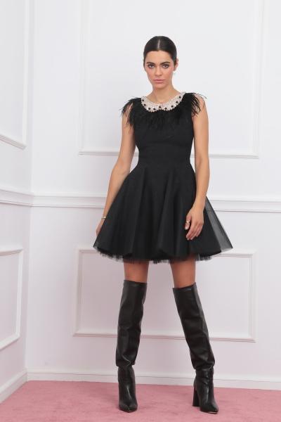 Разкроена рокля с пера