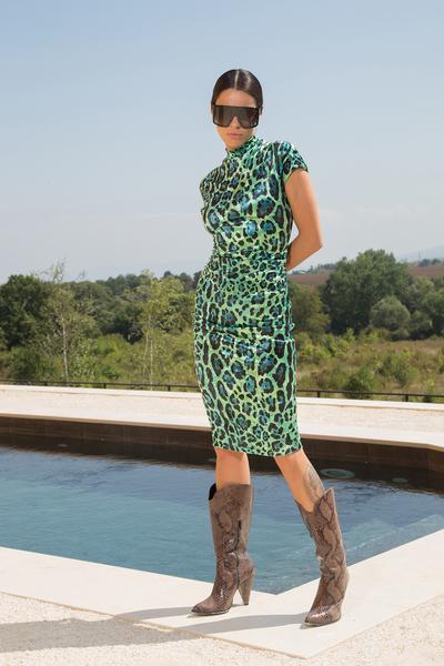 Вталена рокля с животински мотиви