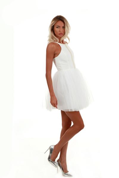 Къса рокля с тюл