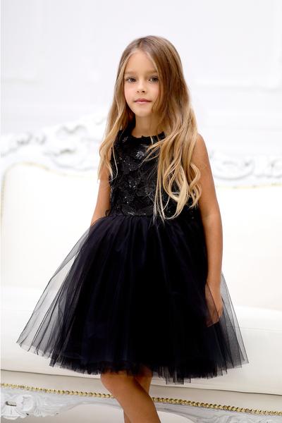 Черна рокля с пеперуди