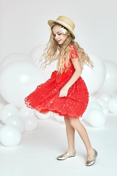Червена рокля с пандела