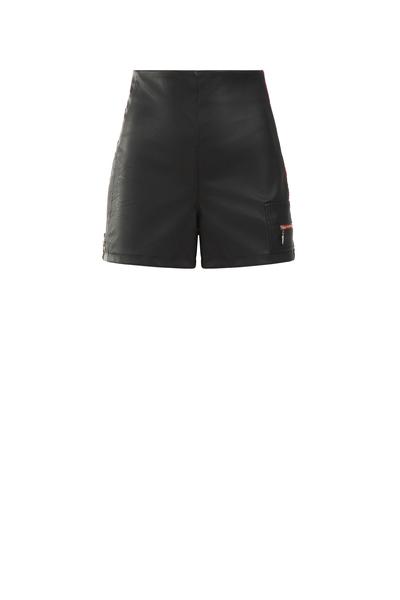 Къси панталони с кант