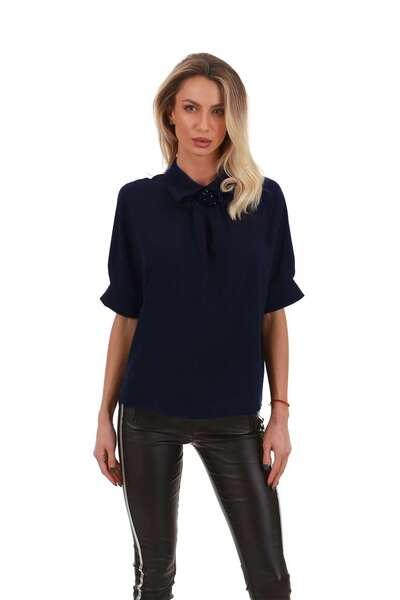 Елеганта риза с брошка
