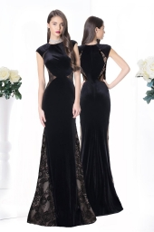 Дамска рокля от кадифе и дантела