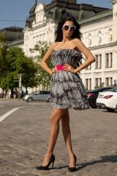 Къса рокля на волани